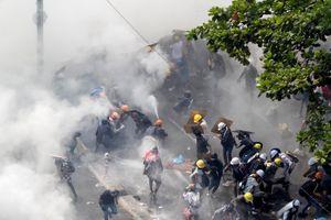 Cảnh sát Myanmar phun hơi cay giải tán người biểu tình
