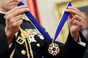Những nhân vật nào từng từ chối nhận huân chương cao quý của tổng thống Mỹ?