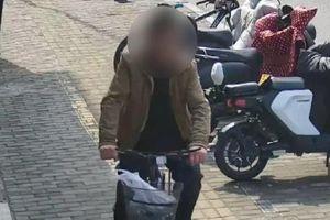Bị bắt vì trộm xe đạp, người đàn ông không ngờ được hội ngộ gia đình sau 30 xa cách