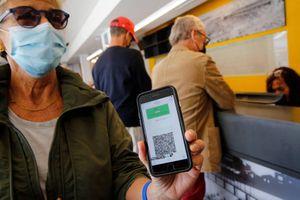 Israel mở cửa nhà hàng, quán bar cho những người có 'hộ chiếu xanh'