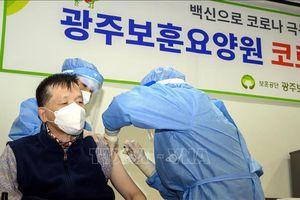 Giới chuyên gia Hàn Quốc hối thúc người mắc bệnh nền đi tiêm chủng