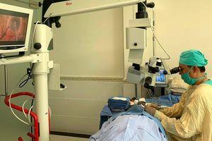 Phẫu thuật ghép thủy tinh thể nhân tạo cho 140 bệnh nhân nghèo