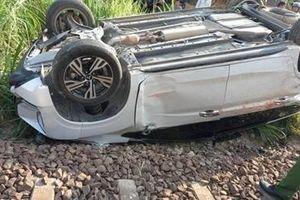 Ô tô va chạm với tàu hỏa, bé trai 1 tuổi tử vong