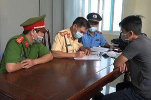 Một 'xe ké' Huế - Đà Nẵng chở khách khi hết hạn kiểm định
