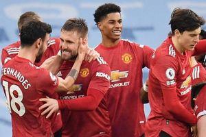 Thắng Man City 2-0, Man United đòi lại ngôi nhì bảng