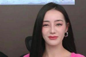 Địch Lệ Nhiệt Ba lộ gương mặt 'cứng đờ' khi livestream, cộng đồng mạng nghi vấn 'bơm môi'