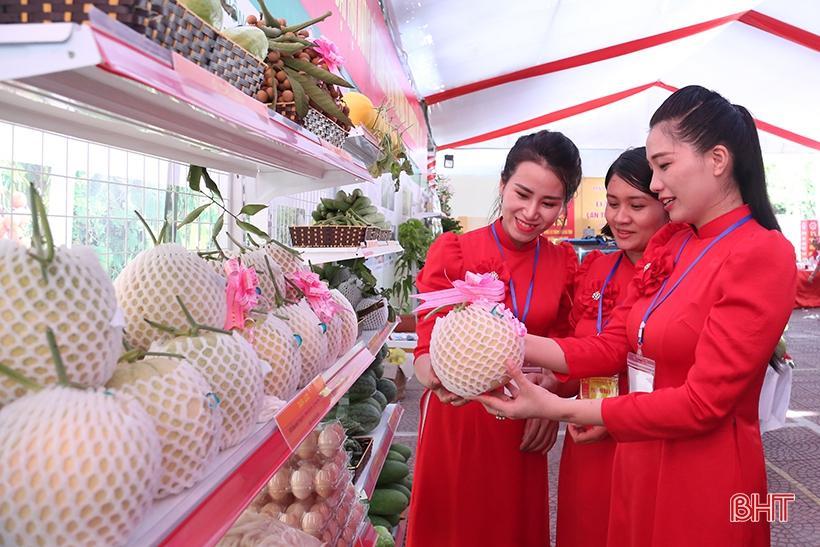 Phát huy phẩm chất truyền thống, xây dựng người phụ nữ Hà Tĩnh đáp ứng yêu cầu thời đại mới