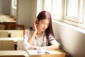Nữ sinh từ chối chụp ảnh kỷ yếu với lớp bị bạn cao giọng mỉa mai: 'Có một triệu thôi mà không chụp được'