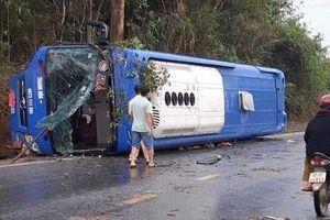 Kon Tum: Xe khách lật trên quốc lộ, 19 người bị thương
