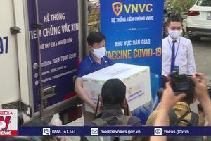 Bác sĩ chống dịch của TP.HCM tiêm vắc xin Covid-19