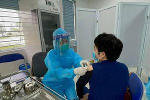 377 cán bộ, nhân viên y tế đầu tiên tiêm vắc xin Covid-19 chưa ghi nhận phản ứng bất thường