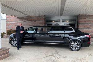 Chuyện lạ: 'Xe Tổng thống' nhưng lại phục vụ nhà tang lễ