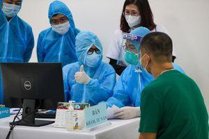 Sức khỏe các nhân viên y tế ổn định sau khi tiêm vaccine COVID-19
