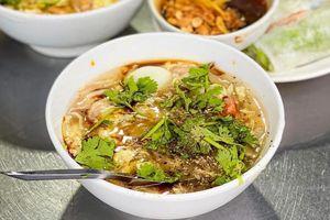 Ăn gì tại chợ Tân Định, quận 1?