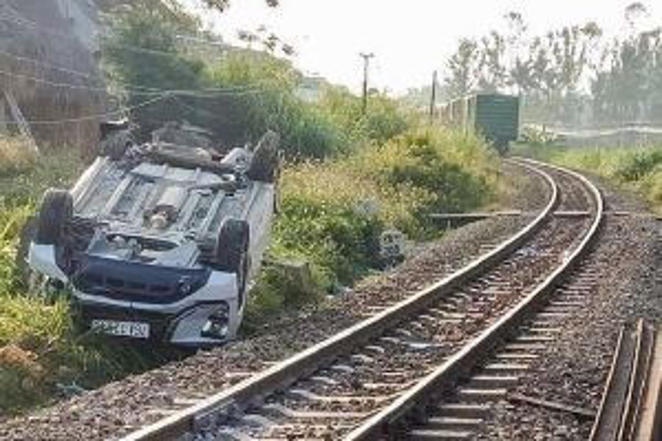 Cục Đường sắt yêu cầu làm rõ trách nhiệm vụ tàu đâm ô tô khiến bé trai tử vong