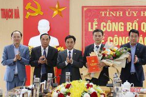 Công bố quyết định điều động Phó trưởng BQL Khu kinh tế tỉnh Hà Tĩnh giữ chức Phó Bí thư Huyện ủy Thạch Hà