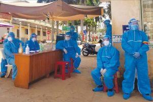 Y tế địa phương giám sát chặt người nhiễm COVID-19 sau xuất viện