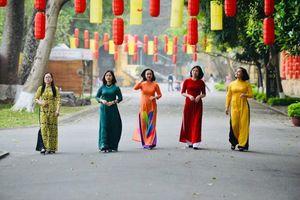 Nét duyên áo dài phụ nữ Công an Thủ đô