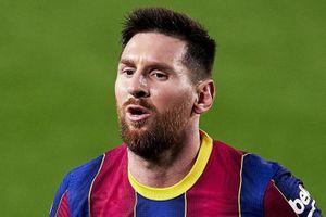 Messi đang đá với những cầu thủ bình thường ở Barca