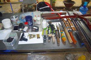 Thu giữ nhiều súng đạn khi khám xét nhà đối tượng buôn bán ma túy