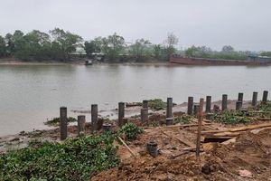 Hải Phòng: Đường đê kênh Cổ Tiểu bị phá nát, dòng chảy sông bị lấn chiếm