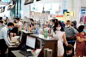 Khách đi máy bay phải khai báo y tế điện tử trước khi qua cửa an ninh