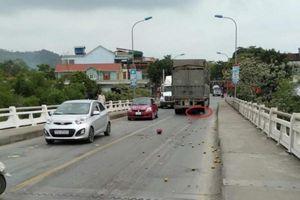 Người phụ nữ chở cam bị ô tô kéo lê, cán tử vong trên Cầu Hiếu
