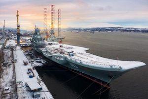 Tàu sân bay Kuznetsov tuyết phủ dày cả mét, không ai làm việc