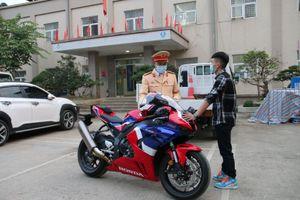 Xử phạt nam thanh niên chạy xe mô tô phân khối lớn gần 300km/h