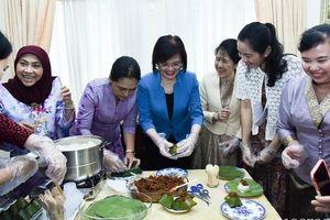Nhóm Phụ nữ Cộng đồng ASEAN tại Hà Nội trổ tài làm món ăn Brunei
