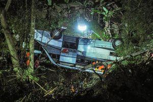 Indonesia: Xe buýt chở học sinh lao xuống vực trong đêm, 27 người tử nạn