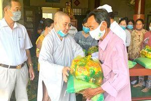 Chùa Thiên Phước trao 340 phần quà đến người nghèo
