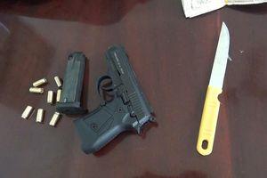 Kiên Giang: Khởi tố hai anh em ruột dùng súng cướp ngân hàng