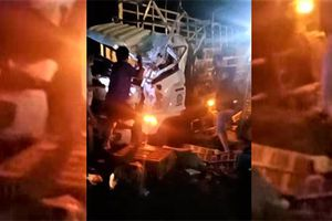 Xe tải lật trên đường Hồ Chí Minh, hai người tử vong