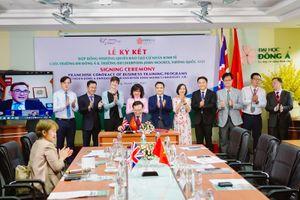ĐH Liverpool JM (Anh) nhượng quyền đào tạo cử nhân Kinh tế cho Trường ĐH Đông Á