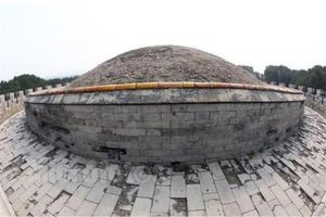 Giải mã bí ẩn Tử Cấm Thành: Từ Hy Thái hậu đã làm gì khiến cỏ dại không thể mọc trên lăng mộ?