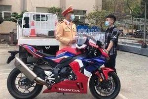 Thanh niên chạy mô tô gần 300km/h bị phạt 10,5 triệu đồng