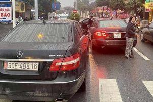 Diễn biến mới gây bất ngờ vụ 2 ô tô Mercedes trùng biển số ở Hà Nội