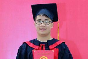 Cậu bé 'vàng' toán học được vinh danh gương mặt trẻ triển vọng