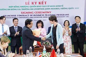 Đại học Liverpool John Moores nhượng quyền đào tạo cử nhân kinh tế cho ĐH Đông Á