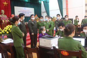 Giám đốc Công an Hà Nội kiểm tra, động viên Công an cơ sở đang ngày đêm cấp Căn cước công dân