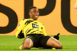 Thần đồng 16 tuổi solo ghi bàn cho Dortmund