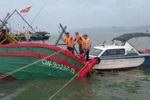 Cứu 3 ngư dân bị đắm tàu trên biển Hải Phòng