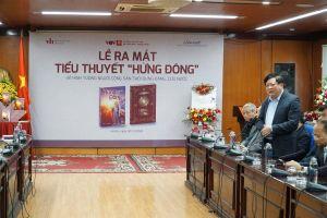 PGS.TS Nguyễn Thế Kỷ với tiểu thuyết 'Hừng đông'