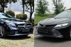 Chọn Toyota Camry 2.5Q hay Mercedes-Benz C 180 AMG?
