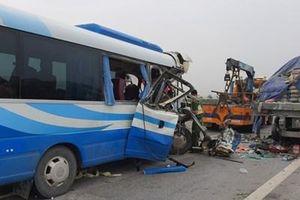 Tai nạn giao thông nghiêm trọng, hơn 20 người thương vong