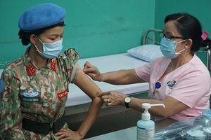 Tiêm vaccine phòng Covid-19 cho chiến sĩ chuẩn bị lên đường sang Nam Sudan