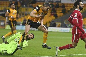 Thủ môn chấn thương kinh hoàng, Wolverhampton bại trận trước Liverpool