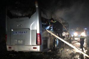 Kon Tum: Xe khách đang lưu thông bôc cháy dữ dội
