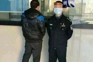 Cảnh sát 'tóm cổ' gã đàn ông trộm váy và đồ lót của phụ nữ, bất ngờ với động cơ phạm tội